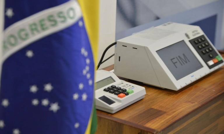 Candidatos à prefeitura de Maringá votam pela manhã