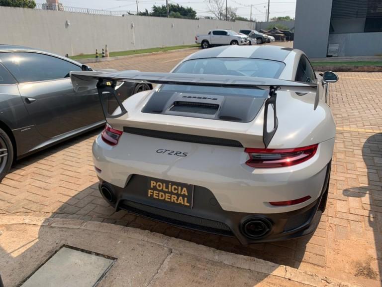 Três pessoas da mesma família são presas acusadas de contrabandear carros de luxo