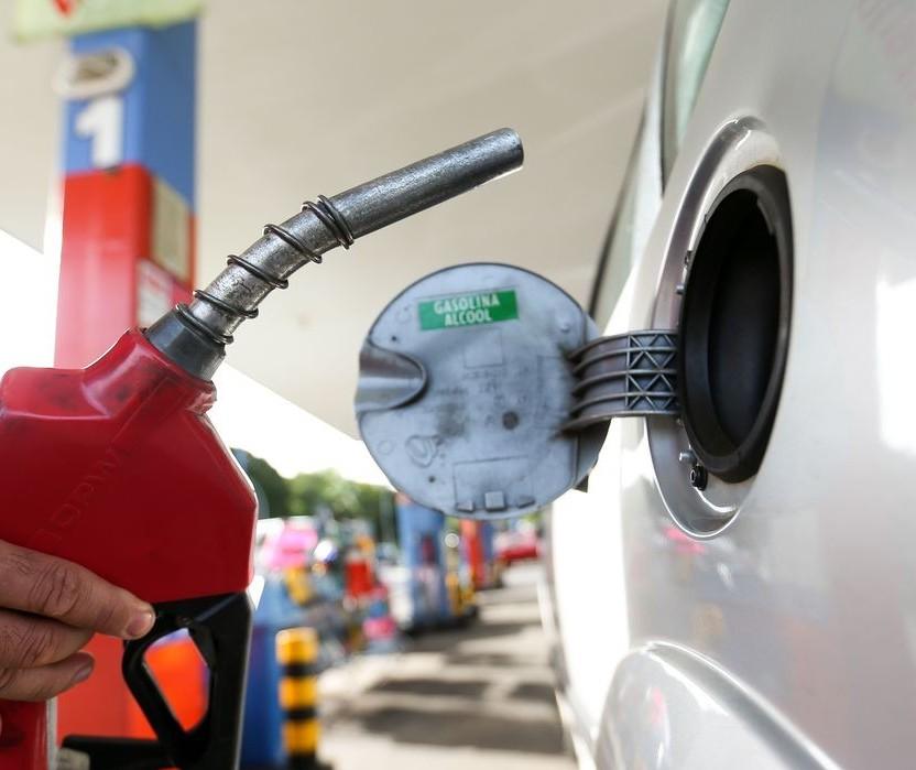 Governo vai devolver ao consumidor parte do ICMS do combustível