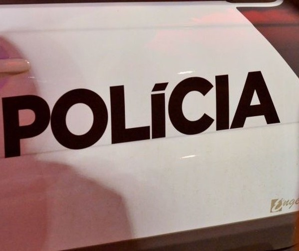 Homem é preso com espingardas, munições e carro furtado em Floresta