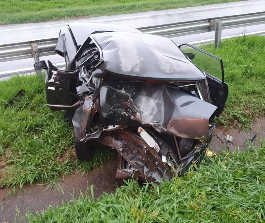Motorista morre após parar o carro em acostamento durante chuva e ser atingido por outro veículo