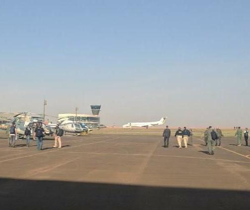 Aviões e helicópteros da FAB chamam a atenção no céu de Maringá