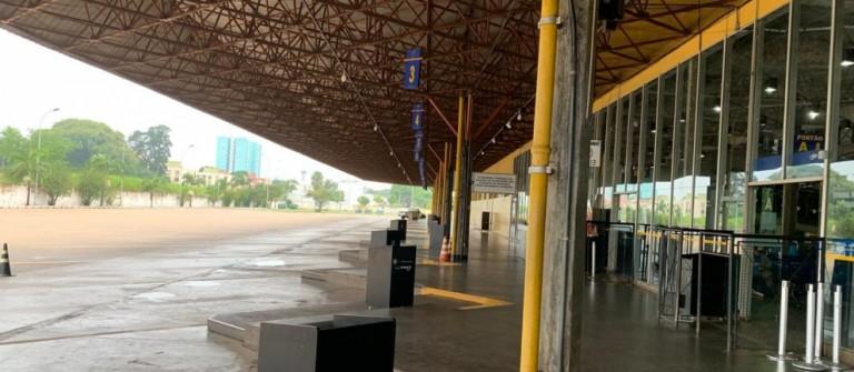 Reforma da rodoviária paralisa após empresa abandonar a obra, diz prefeitura