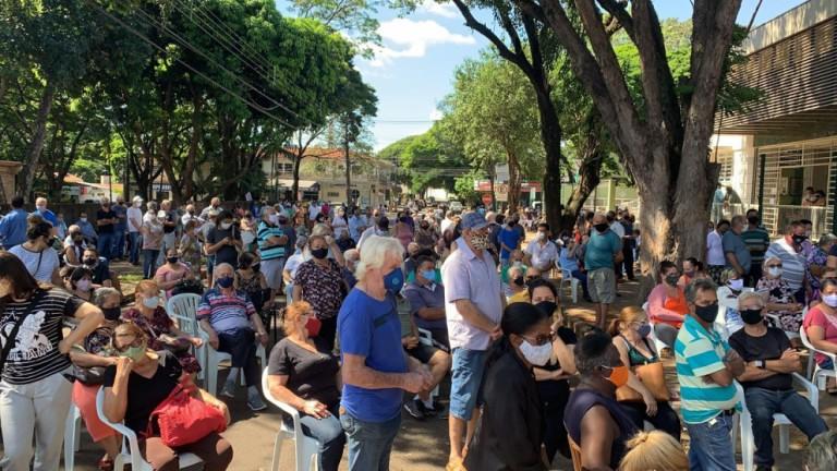 Maringá vacinou 7.160 pessoas contra o coronavírus nessa segunda-feira (19)