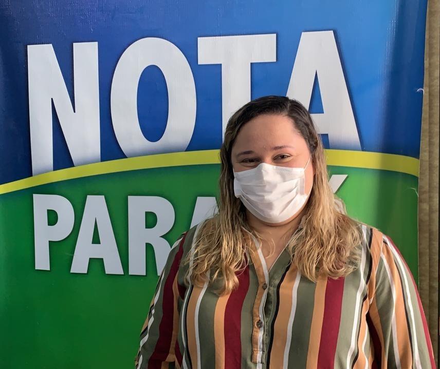 Milionária de Maringá recebe cheque do Nota Paraná