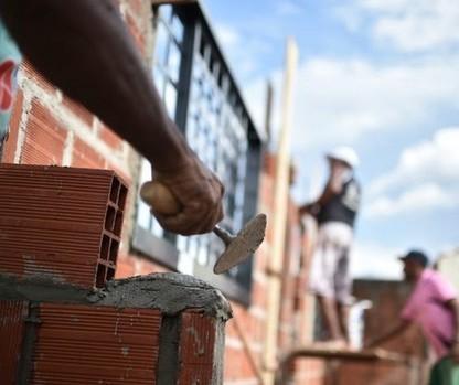 Resíduo urbano sendo transformado em material de construção?