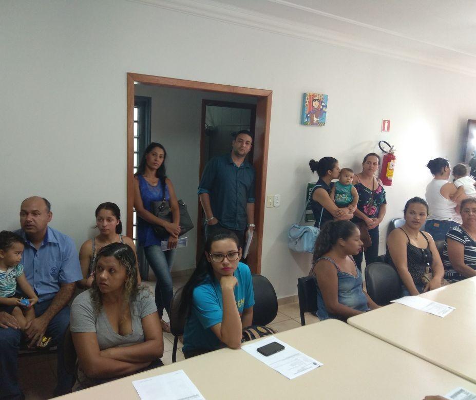 Pais vão à Justiça para garantir vaga em Cmeis de Maringá