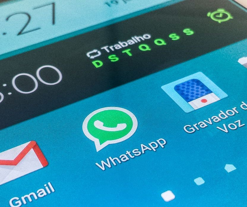 Ex-aluno é condenado a se retratar após ofender reitor em grupo de WhatsApp