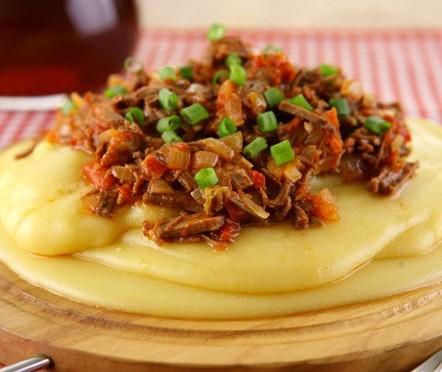 Polenta é a tradição italiana que tem presença constante na mesa dos brasileiros