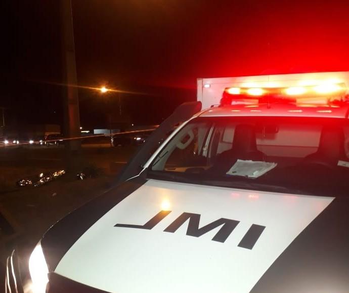 Motociclista morre após passar mal e colidir contra poste, em Maringá
