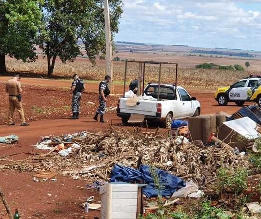 Homem é encontrado morto e com marcas de tiros ao lado de carro em Maringá