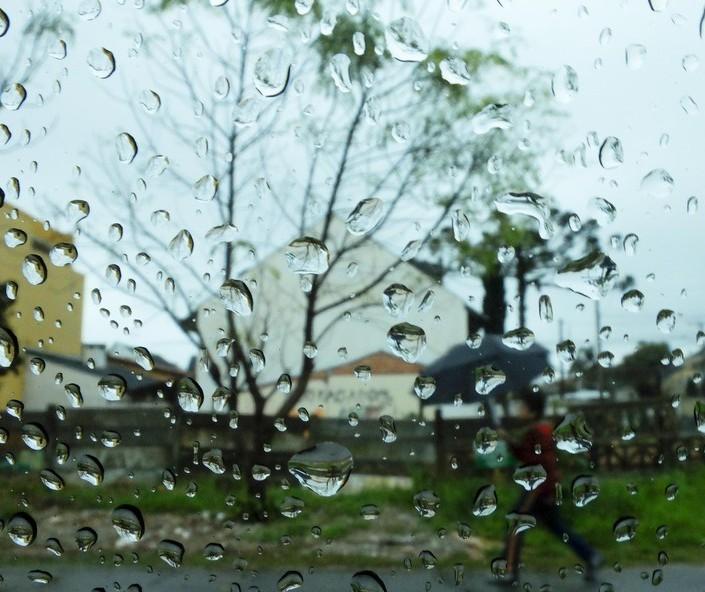 Maringá tem sábado com tempo parcialmente nublado e pancadas de chuva