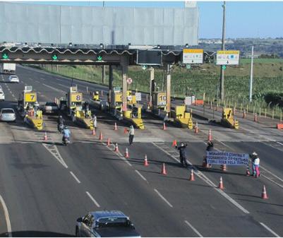 Moradores da estrada Terra Roxa voltam a liberar cancelas de pedágio