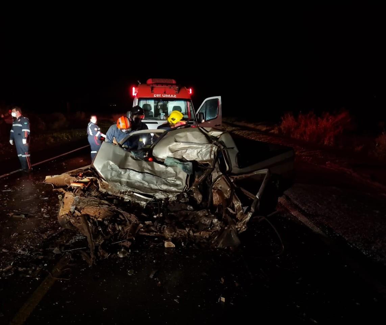 Motorista morre em acidente grave envolvendo duas carretas na região