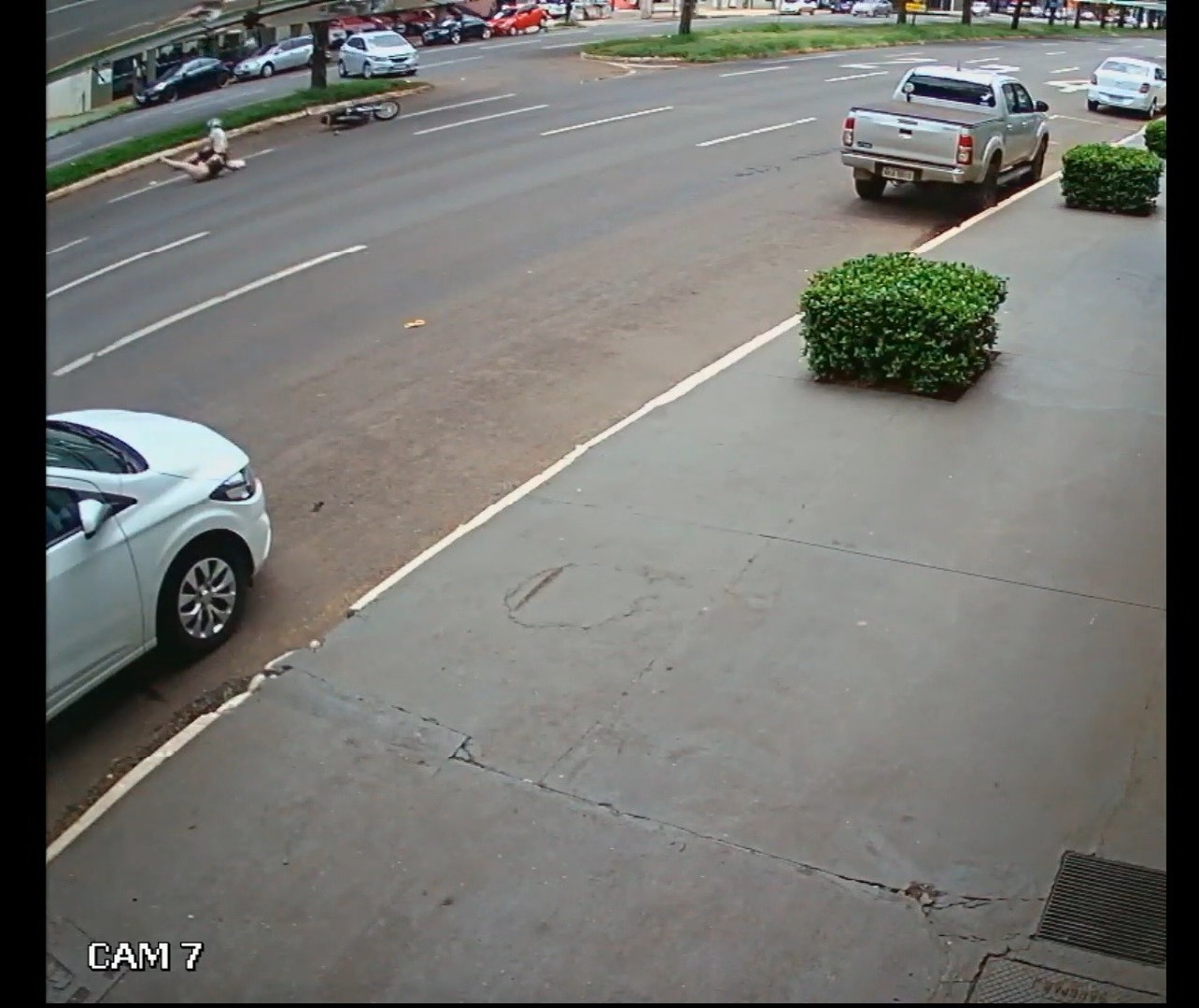 Conversão irregular na Avenida Colombo provoca acidente