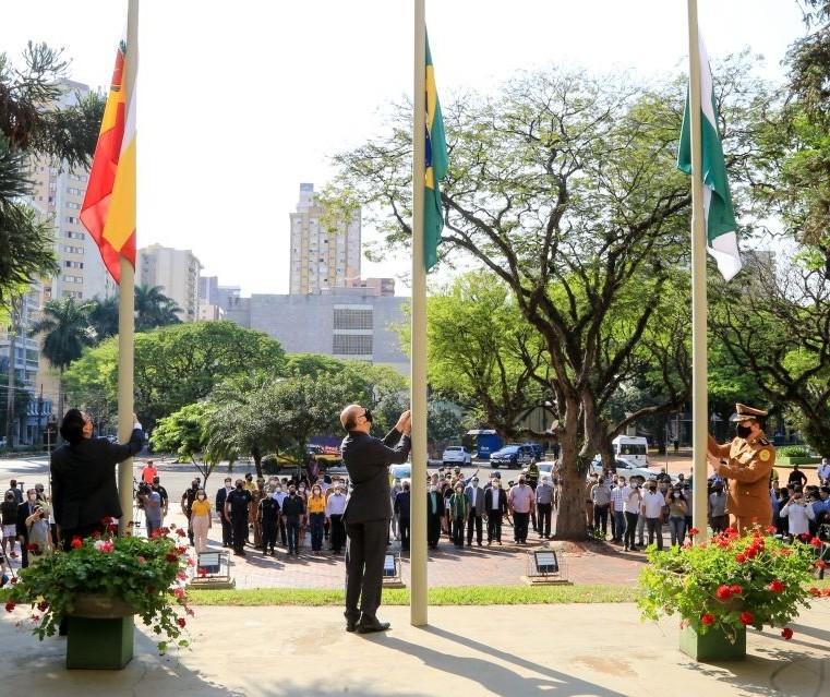 7 de setembro é celebrado em Maringá com hasteamento da bandeira