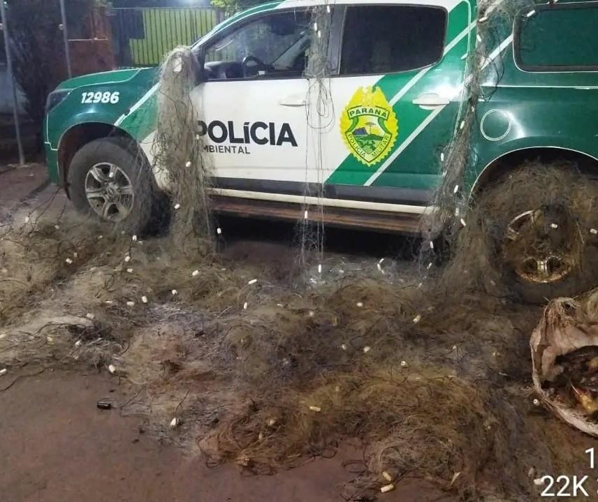 Polícia flagra pesca predatória e apreende 950 metros de redes no Rio Ivaí