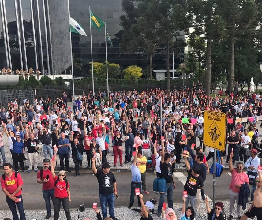 APP-Sindicato encerra greve no Paraná