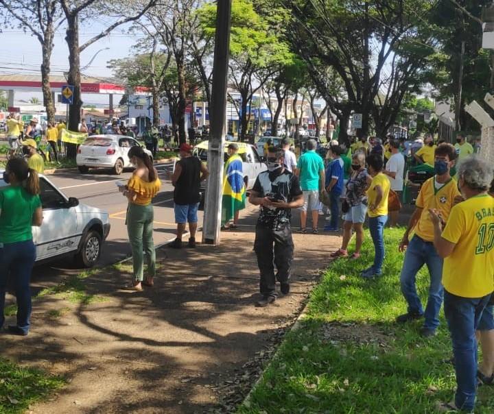 Carreata em prol do governo eleito percorre ruas de Maringá