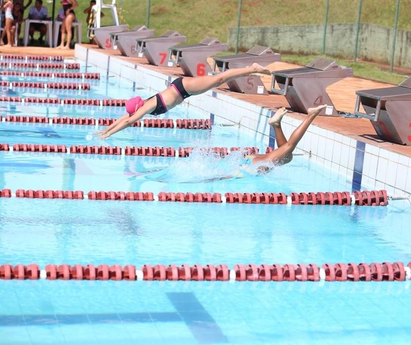 Centros Esportivos de Maringá abrem vagas para aulas de natação e hidroginástica