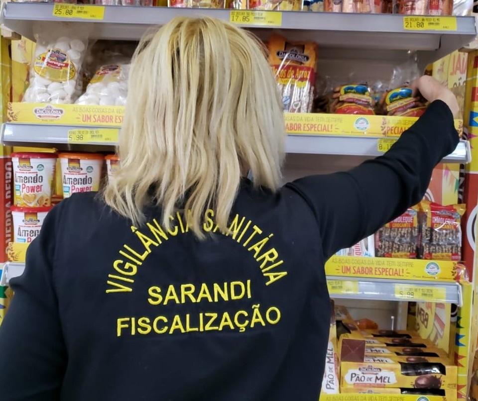 60 kg de embutidos vencidos ou com fungos são apreendidos em supermercado