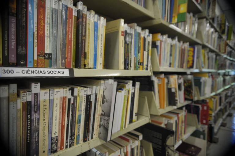 Maringá tem um acervo com mais de 140 mil materiais nas bibliotecas
