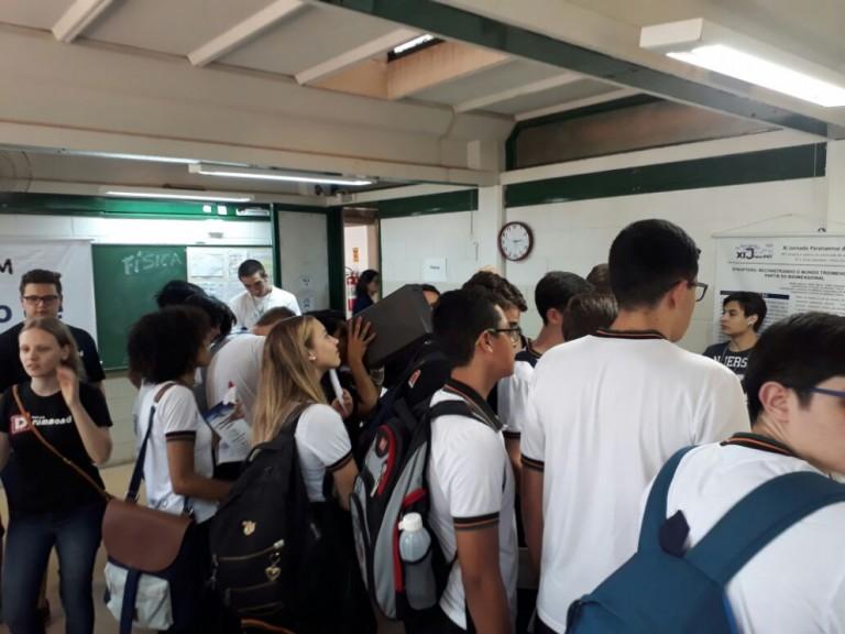 Mostra de Profissões da UEM auxilia estudantes em busca de informações sobre cursos