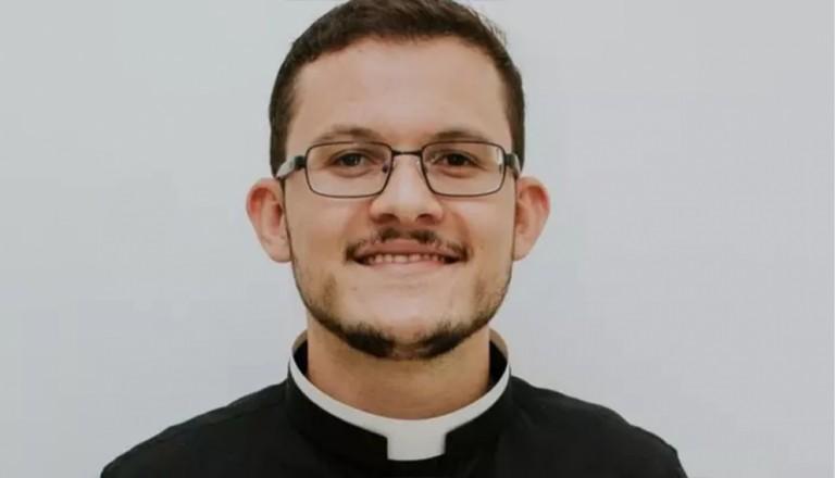 Padre é rendido, assaltado e feito refém após celebrar missa na região