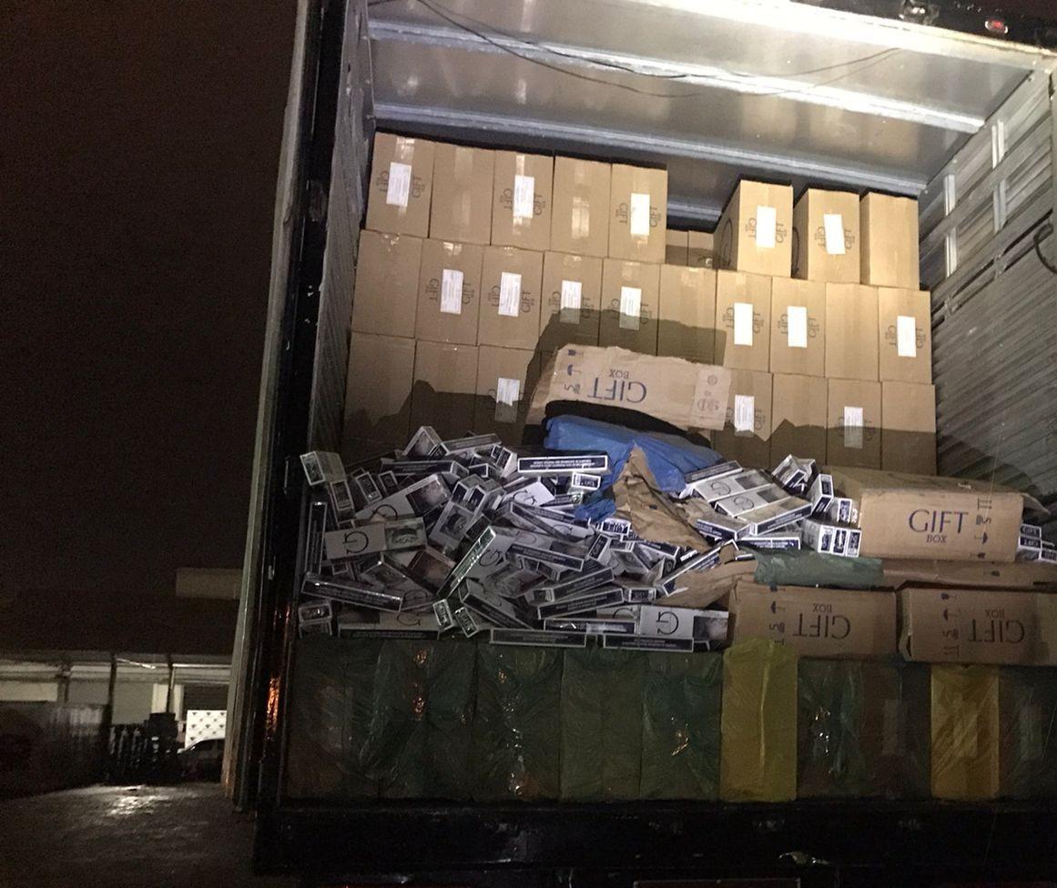 Operação Hórus apreende 800 caixas de cigarros contrabandeados