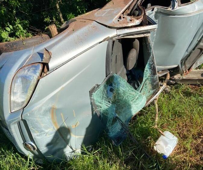 Motorista morre após colidir carro contra poste na PR-180, em Moreira Sales