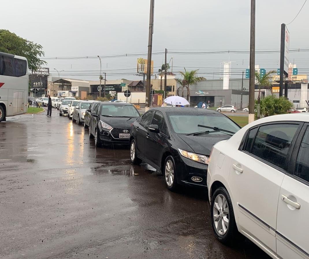 Apoiadores já fazem fila para visita de Bolsonaro em Maringá
