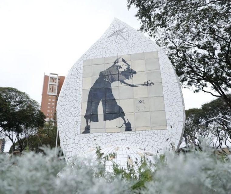 """Monumento """"Magó, feminino é sagrado"""" é instalado em Maringá"""