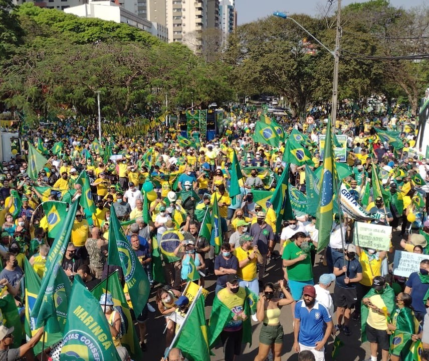 Manifestação a favor do governo Bolsonaro lota avenida de Maringá