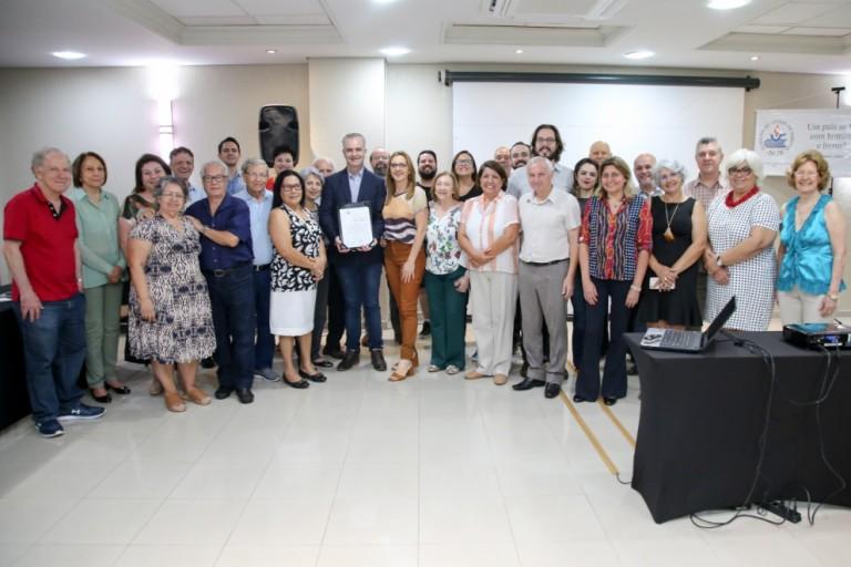Academia de Letras de Maringá completa 23 anos