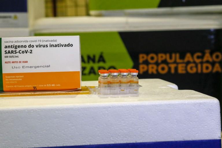 Maringá recebe 4.195 doses de vacinas contra o coronavírus e 12.590 contra a gripe