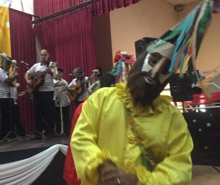 Foliões se apresentam no 39º Festival de Folia de Reis