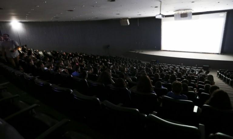 As diferenças entre os cinemas brasileiro e norte-americano