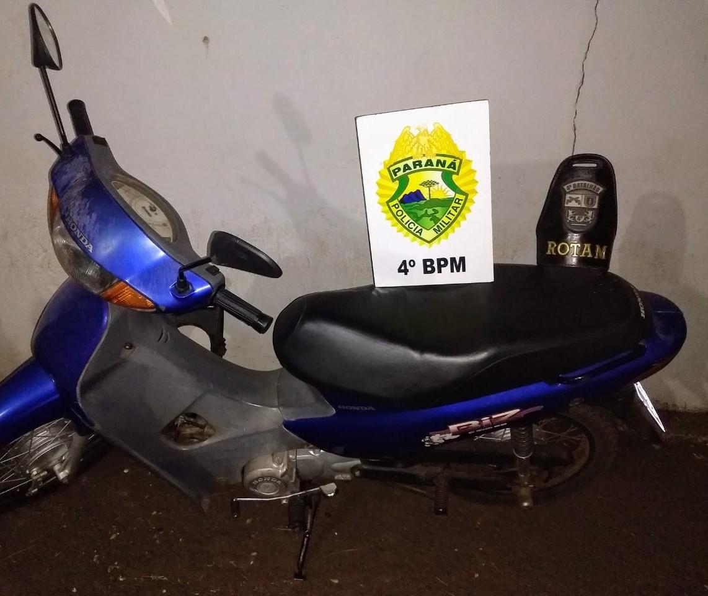 Dois jovens em moto furtada são abordados e detidos por receptação