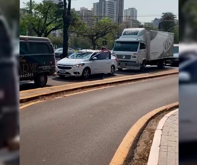 Carreata promovida por empresários do setor de eventos cobra resposta do prefeito