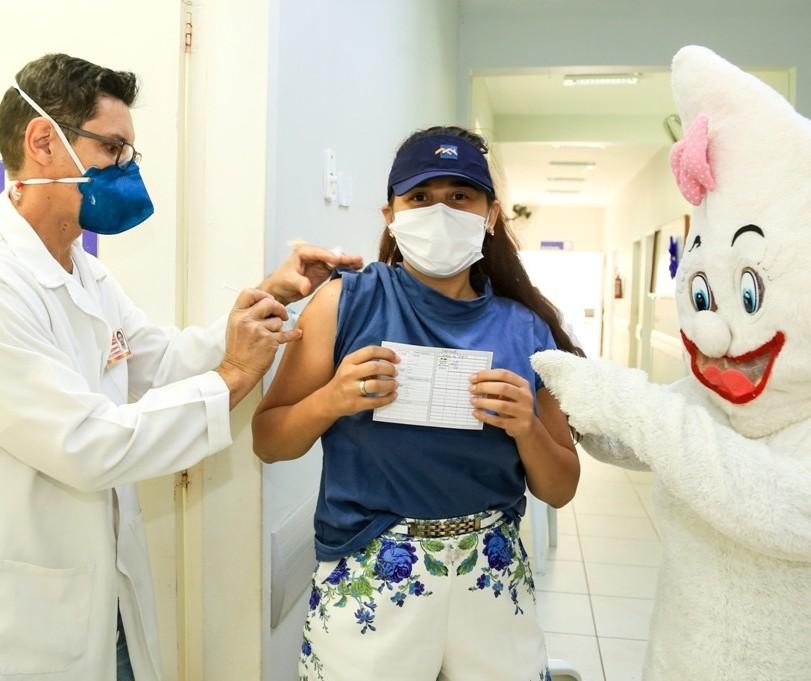 Covid-19: Maringá reduz faixa etária de vacinação nessa terça-feira (31)