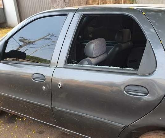 Ladrões roubam carro e trocam tiros com a polícia em Marialva