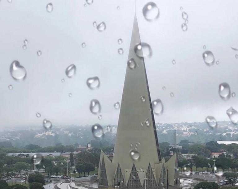 Verão começa com previsão de chuva em Maringá
