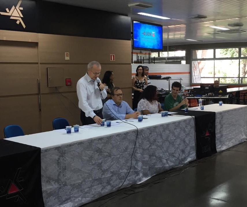Reunião aberta é realiza para explicar situação da UEM