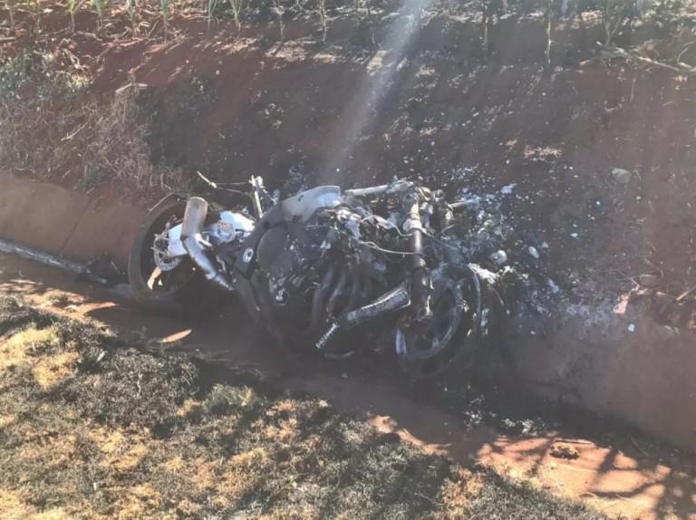Moto explode após colidir em barranco e piloto morre na PR-317