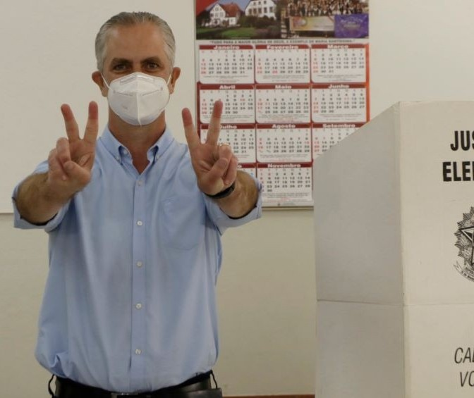 Ulisses Maia é reeleito no primeiro turno em Maringá
