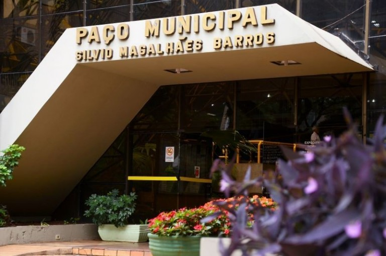 Por que usar verbas federais para a folha de pagamento se havia dinheiro no orçamento municipal?