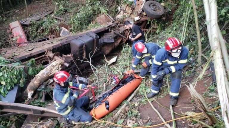 Três pessoas morrem em acidente na BR-487