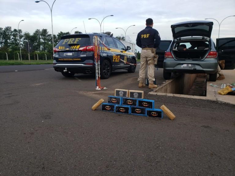 Mulher é presa com 10,5 kg de cocaína em fundo falso de veículo