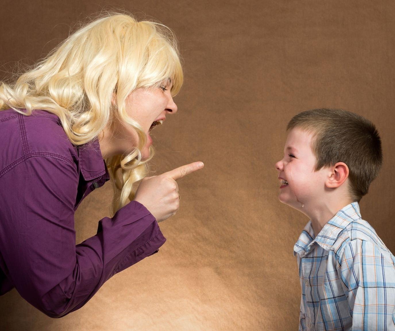 As consequências de gritar com os filhos