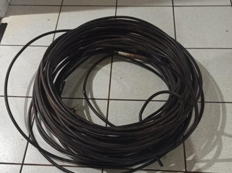 Dois são presos após roubo e venda de 100 kg de fios de cobre e alumínio de empresa